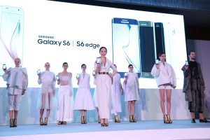Fann Wong and Models with Samsung Galaxy S6 and S6 edge