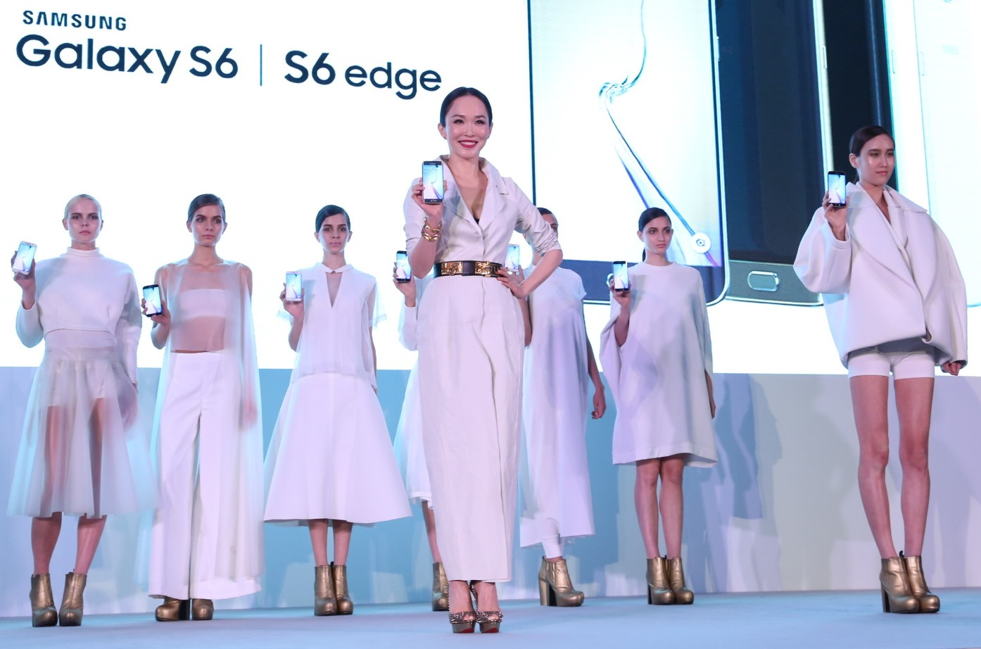 Fann Wong and Models with Samsung Galaxy S6